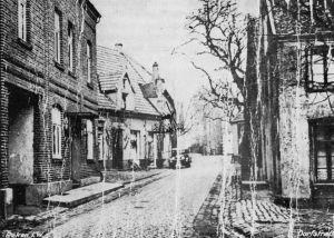 Viefhues_Schoole_in_der_Hauptstrasse_links